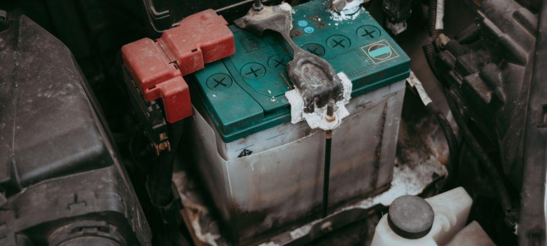 Akunvaihto varmistaa autosi toimivuuden myös kiireisinä aamuina.