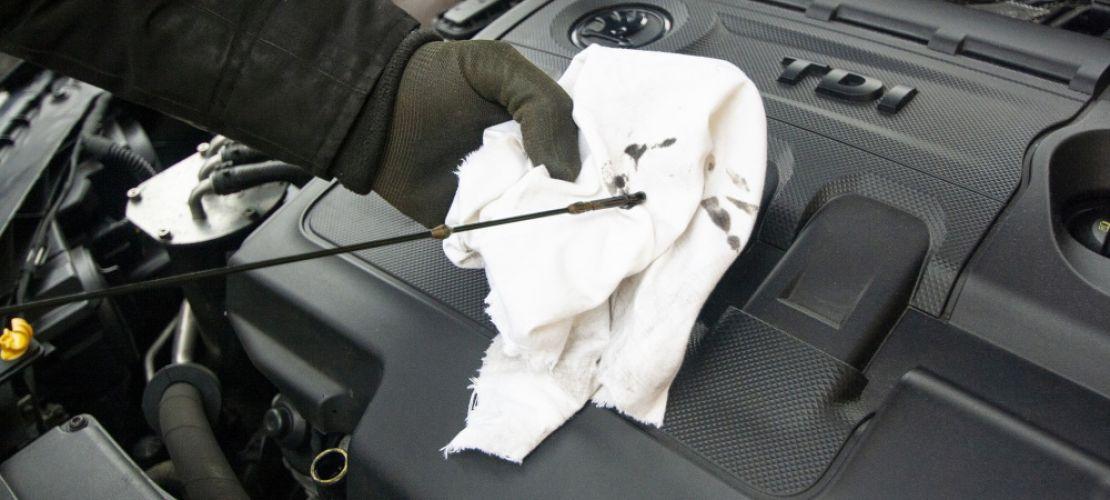 Öljynvaihto huolehtii autosi toimivuudesta.
