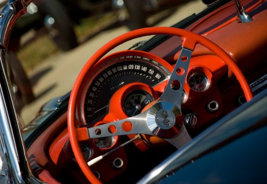 Auton keväthuolto pitää sisällään autopesun, jarruhuollon sekä suodattimien ja öljynvaihdon.